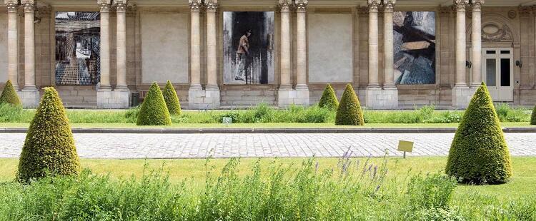 Vista del peristilo del patio de honor del Museo de los Archivos Nacionales de Francia.