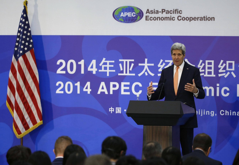 """سخنرانی جان کری- وزیر خارجۀ آمریکا، در حاشیۀ همایش """"همکاریهای اقتصادی آسیا-اقیانوس آرام"""" در پکن. ٨ نوامبر ٢٠١٤"""