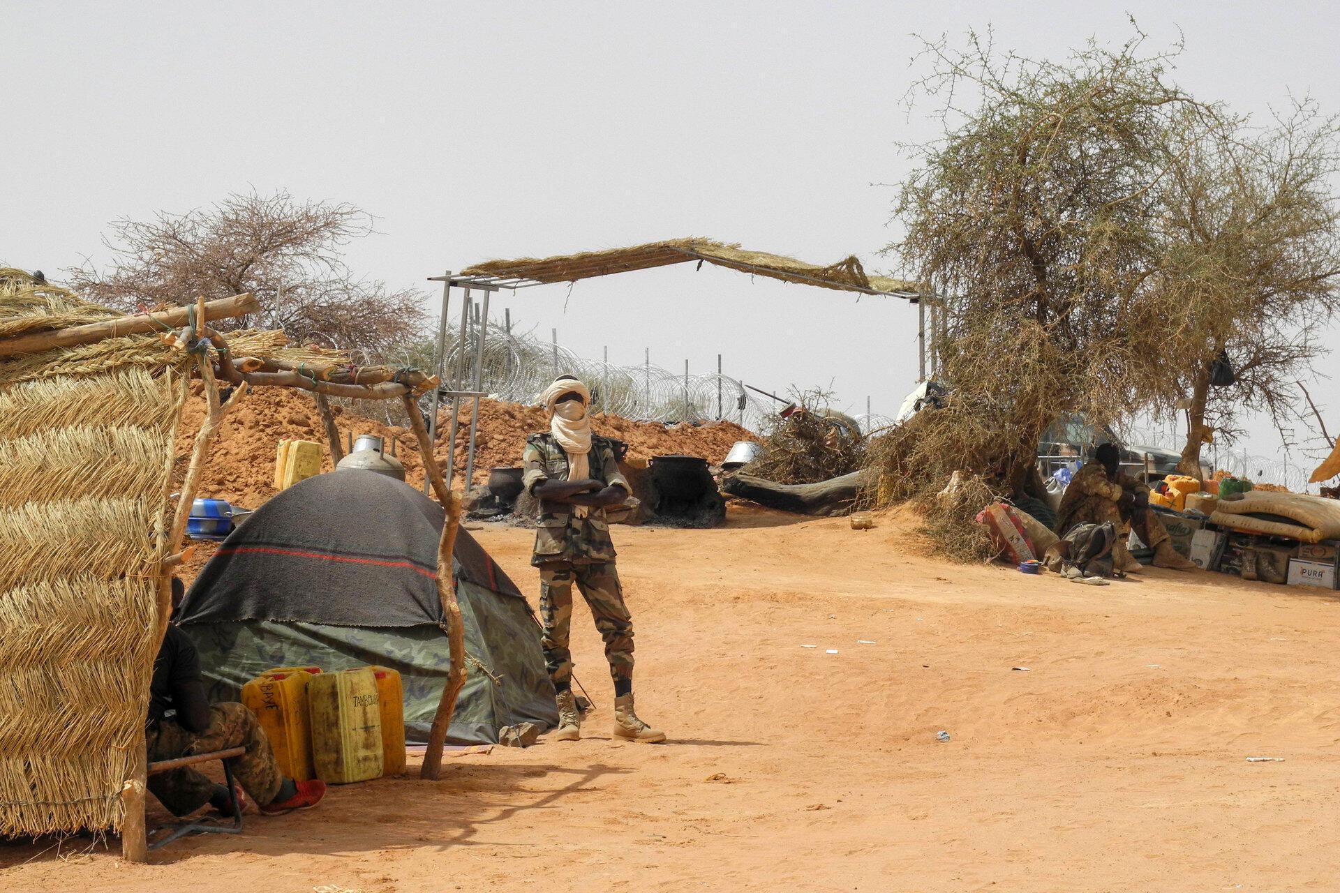 Askari wa Kikosi cha wanajeshi wa Mali (Fama) katika kituo cha jeshi cha Anderamboukane katika mkoa wa Menaka nchini Mali, Machi 22, 2019.