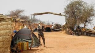 Soldat des Forces armées maliennes (Fama) à la base militaire d'Anderamboukane, dans la région de Menaka au Mali, le 22 mars 2019.