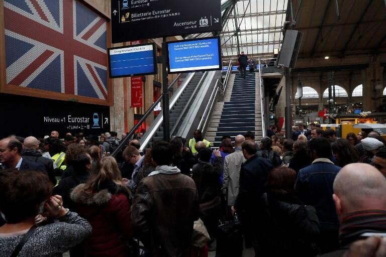 Delayed passangers wait for a Eurostar train in Paris on October 18, 2016.