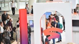 Le stand de Google qui présente Stadia, sa nouvelle plateforme de jeux pour l'édition 2019 de la Conférence des développeurs du jeu 2019.