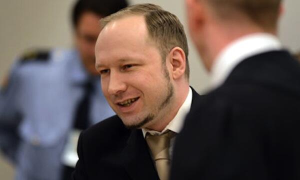 Mtuhumiwa wa mauaji ya watu 77 nchini Norway, Anders Breivik akiwa mahakamani