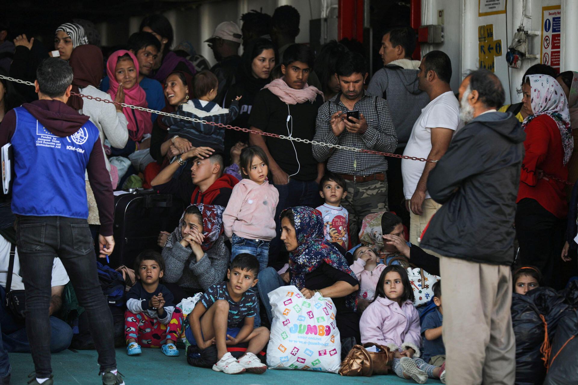 Des réfugiés et des migrants arrivent sur l'île de Samos, au port de Elefsina près d'Athènes en Grèce, le 22 octobre 2019.