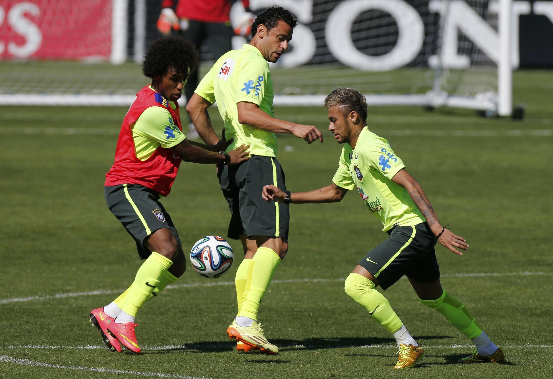 Jogadores do Brasil treinam na manhã desta quarta-feira na Granja Comary.
