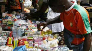 Venda informal de medicamentos em mercados