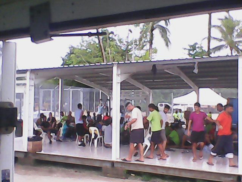 Người xin tỵ nạn bị giữ bên trong trại giam tại đảo Manus (Papua New Guinea) ngày 13/01/2015.