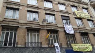 Edificio ocupado por Jeudi Noir y Derecho al Alojamiento (DAL) desde diciembre de 2012, en París.
