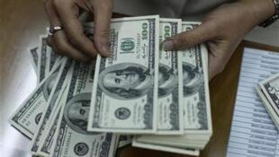 Cuba est l'un des pays d'Amérique latine les plus affectés économiquement par la crise liée au Covid-19, alors pour faire face à cette «—situation exceptionnelle—», le modèle économique communiste fait appel au dollar.