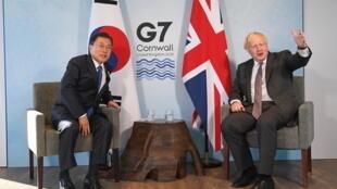 韓國總統文在寅與英國首相約翰遜資料圖片