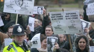 Manifestation de partisans de Julian Assange devant le tribunal de Westminster à Londres, le 14 décembre 2010.