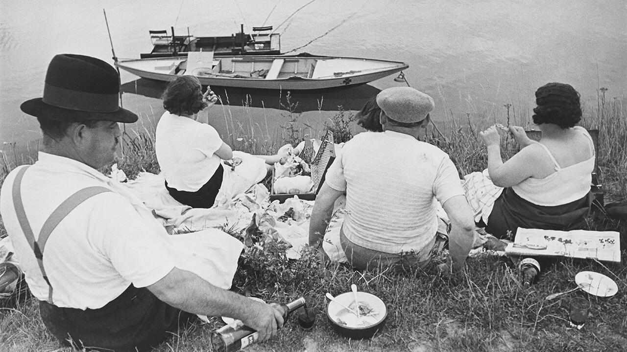 В воскресенье на берегу Сены, Франция, 1938. Фрагмент.