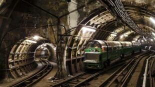 Un nouveau train traverse le réseau