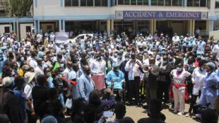 Le personnel hospitalier du Kenyatta National Hospital est en grève, le 28 septembre 2020.