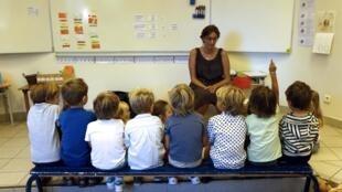 Após as férias de verão, escolas de toda a França voltaram às aulas nesta terça-feira (2).