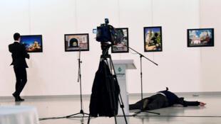 Посол России вТурции Андрей Карлов был убит в декабре 2016 года вовремя открытия выставки вЦентре современного искусства вАнкаре