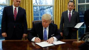 Tổng thống Mỹ Donald Trump ngày 23/01/2017 đã ký lệnh rút Mỹ ra khỏi Hiệp Định Đối Tác Xuyên Thái Bình Dương TPP.