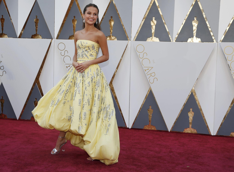 Алисия Викандер в платье Louis Vuitton