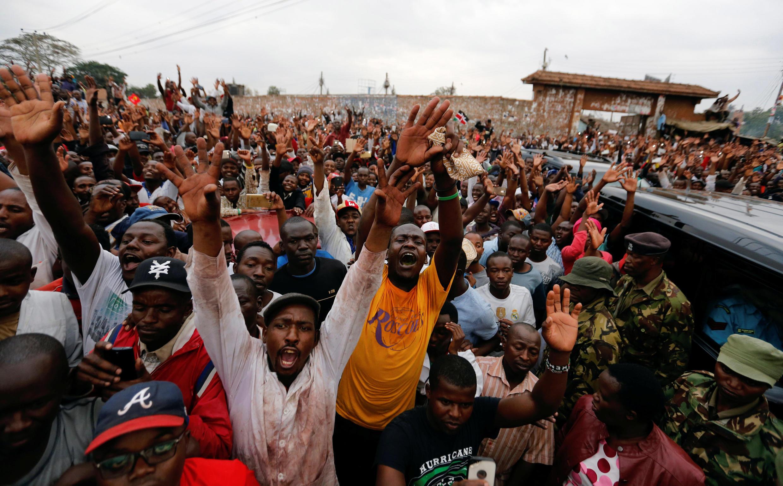 Mamia ya wananchgi wa Kenya wakisherehekea Uamuzi wamahakama ya juu kufuta uchaguzi wa agosti 08 2017.