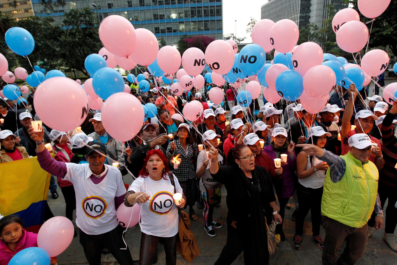 """Шествие сторонников варианта """"нет"""" на референдуме в Колумбии, 29 сентября 2016."""