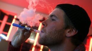 Cigarro eletrônico pode ser cancerígeno, diz estudo