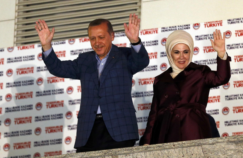 Tayyip Erdogan e a esposa em Ancara a 10/8/2014