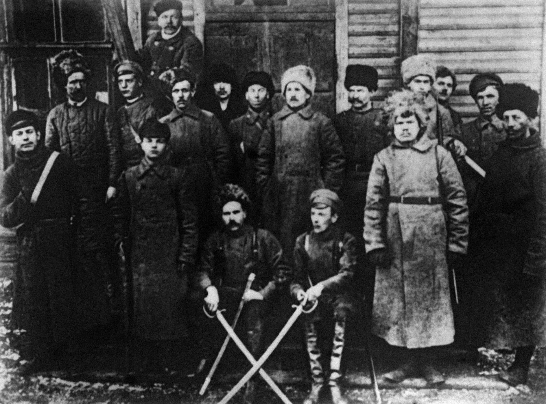 Рабочие Обуховского завода в Петрограде. Снимок сделан в ноябре 1917 года.