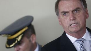 Presidente Jair Bolsonaro enaltece o período da ditadura militar.