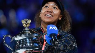 Naomi Osaka habla tras ganar la final del Abierto de Australia, el 20 de febrero de 2021 en Melbourne