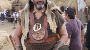 """""""Guerreiro cântabro"""" pronto para defender seu vilarejo, no Festival de 2012"""