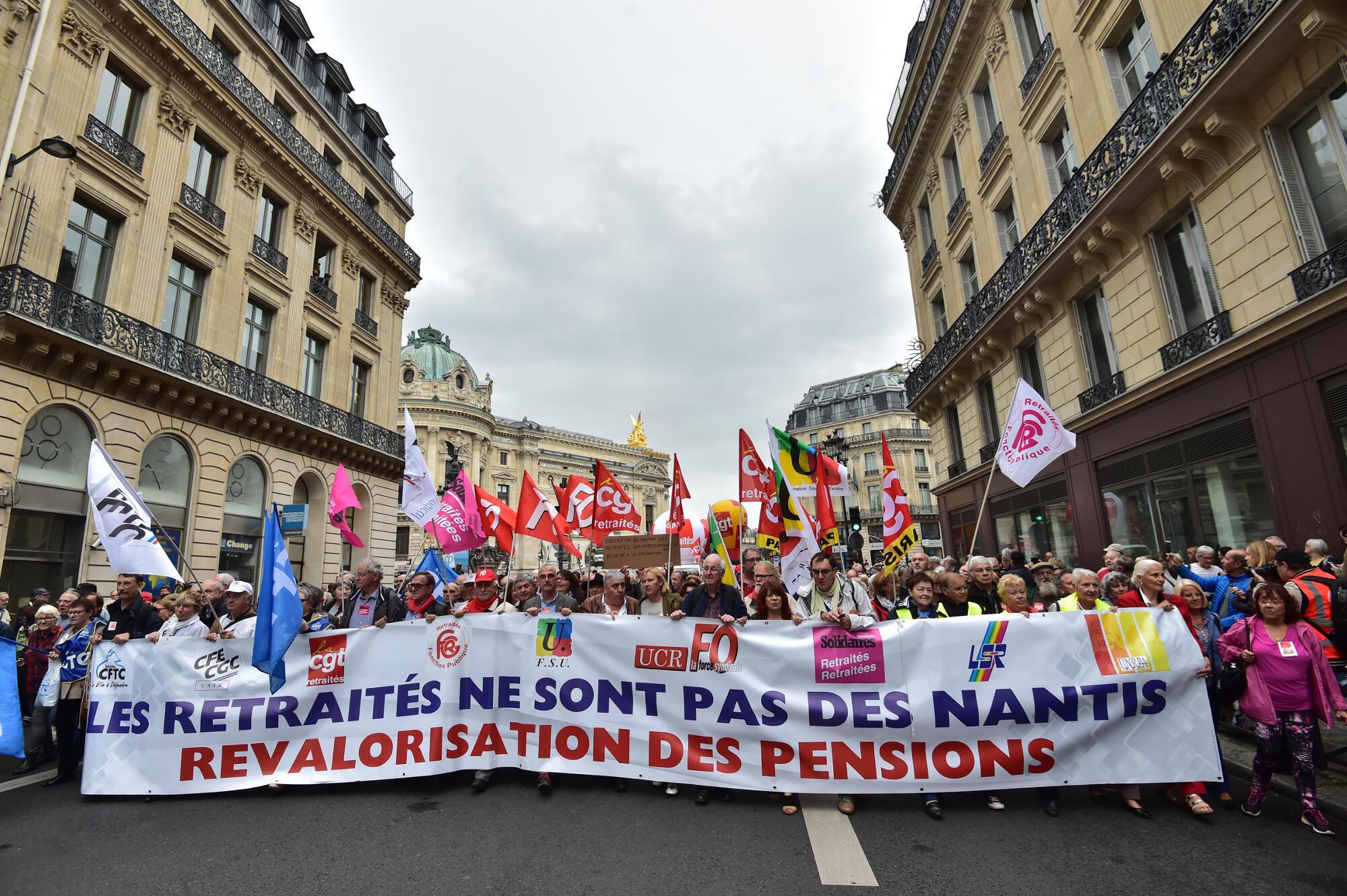 Reformados a manifestar na praça da Opera em Paris