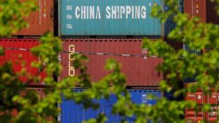 Ảnh minh họa: Container hàng chồng chất ở cảng hàng Paul W. Conley, Boston, Massachusetts. Ảnh ngày 9/05/2018.
