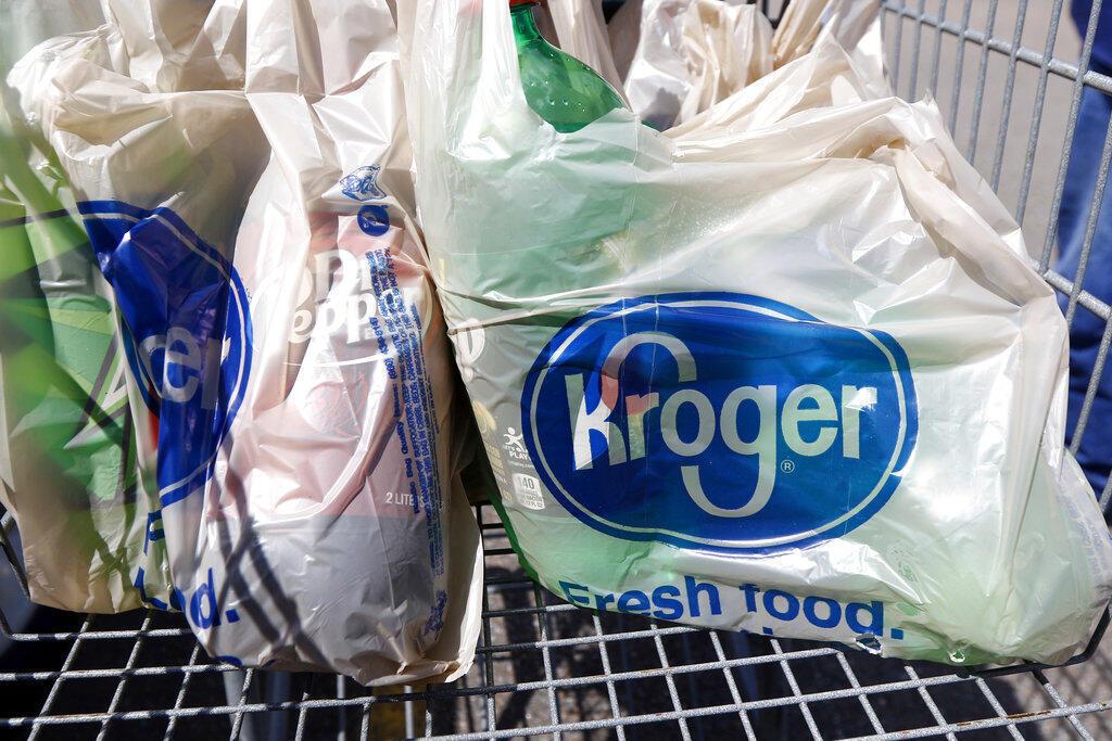 Nos supermercados aqui da Europa, vimos as sacolas descartáveis reaparecerem.