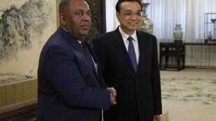 Ngoại trưởng Sri Lanka Mangala Samaraweera gặp Thủ tướng Trung Quốc Lý Khắc Cường tại Bắc Kinh - Reuters