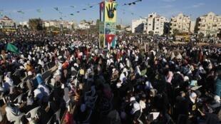 Une manifestation à Amman, le 25 octobre 2013,  pour demander l'annulation du traité Wadi Araba : Israël ne respecte pas le traité concernant la ville de Jérusalem et la gestion des lieux saints musulmans dont al-Aqsa.