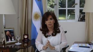 La presidenta de Argentina, Cristina Fernández, durante una entrevista a la televisión en Buenos Aires el 26 de enero de 2015.