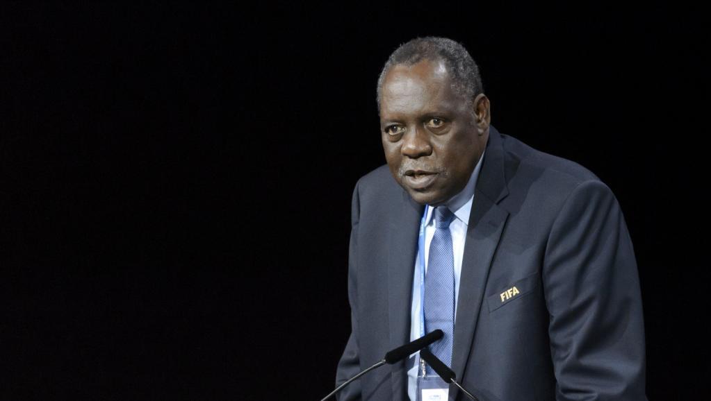 Issa Hayatou,raia wa Cameroon, rais mpya wa mpito wa FIFA .