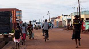 Une scène de rue à Gulu, deuxième ville de l'Ouganda.