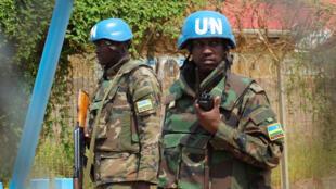 Askari wa umoja wa Mataifa nchini Sudan Kusini, UNMISS, wakipiga doria kwenye kambi yao, Julai 20, 2016.