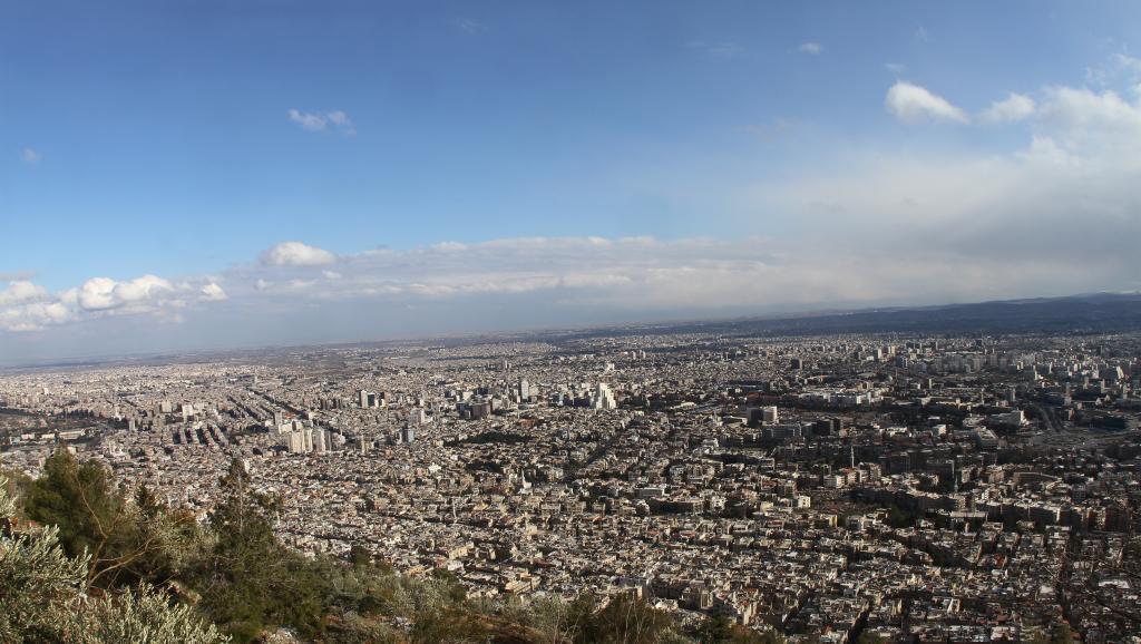 raia wa mji wa Damascus wamesema wamesikia milipuko wa mabomu Jumapili Desemba 7 mwaka 2014.