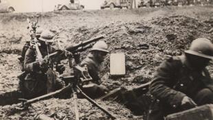 Soldats au front.