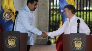 Los presidentes Nicolás Maduro (Venezuela) y Juan Manuel Santos (Colombia) en Cartagena, durante una conferencia de prensa el 1° de agosto de 2014.