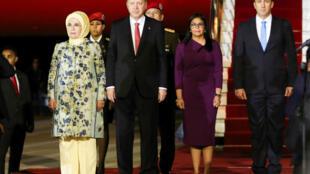 O presidente da Turquia, Recep Tayyip Erdogan, desembarcou no domingo na Venezuela para assinar acordos de cooperação com seu colega e aliado, Nicolás Maduro, informou o governo de Caracas.