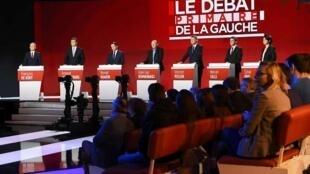 Os sete candidatos à primária do PS e aliados, durante o debate em 15 de janeiro de 2017.