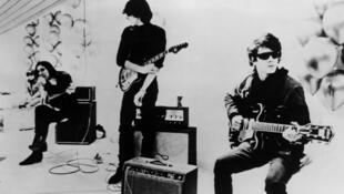 Lou Reed, John Cale, The Velvet Underground, en concert (1960).