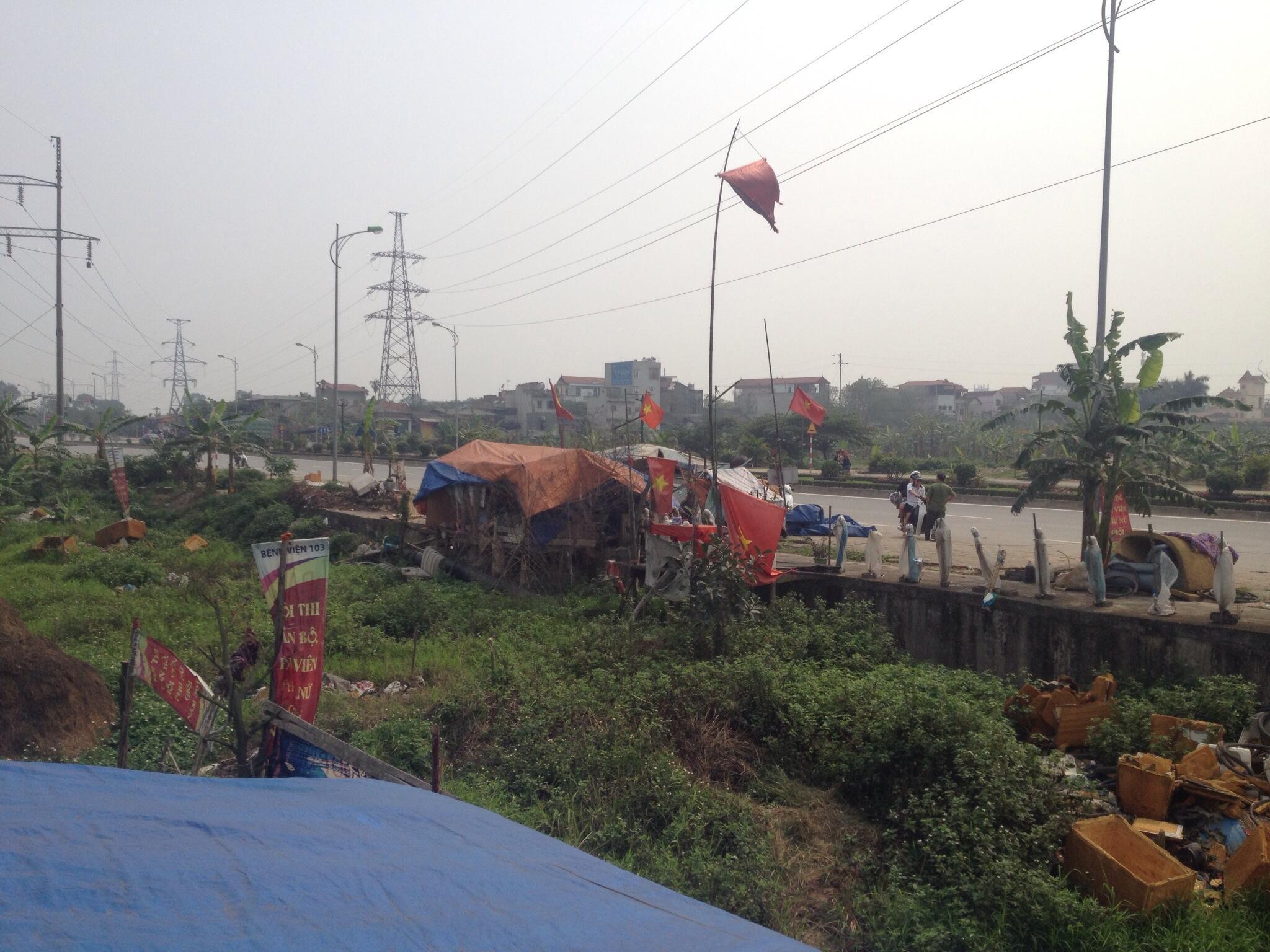 Các chòi canh giữ đất của người dân Dương Nội, Hà Đông, Hà Nội.