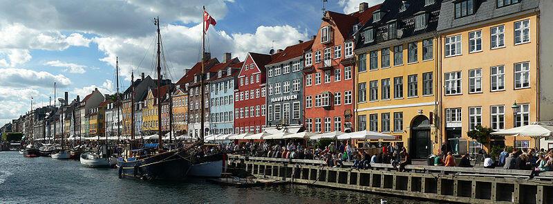Nyhavn, el puerto viejo de Copenhague en Dinamarca.