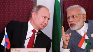Tổng thống Nga Vladimir Putin và thủ tướng Ấn Độ Narendra Modi, tại Benaulim, bang Goa, ngày 15/10/2016.