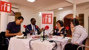 Le plateau RFI du 8 avril à Kigali. De gauche à droite, Gaël Faye, Hervé Berville, Nathalie Amar et Christophe Boisbouvier.