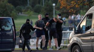 2020-08-10T164536Z_1822156288_RC24BI9U51LO_RTRMADP_3_BELARUS-ELECTION-PROTESTS